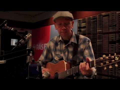 Bjorn Thoroddsen plays Here Comes the Sun, Daytripper, Norwegian Wood