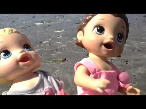 Baby Alive BEACH VACATION! Baby Alive goes in the water ...