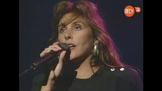 """Laura branigan performing """"forever young"""" live on martes 13 - 1989."""