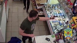 Саратовцу с пистолетом не удалось ограбить магазин в Химках
