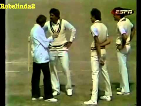 Wasim Akram ignores umpire and tries to kill a #11 batsman