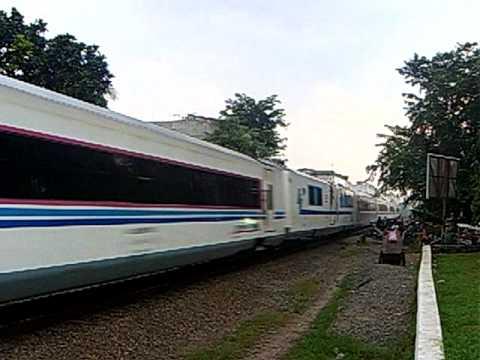 CC201-14R KA 1 Argo Bromo Anggrek passing BulakKapal Bekasi