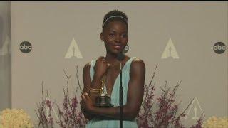 Repeat youtube video Raw Video: Lupita Nyong'o backstage at  2014 Oscars