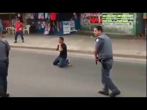 Homem tenta atacar policiais com um facão e leva dois tiros em Itu thumbnail