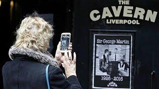 Adiós a George Martin: Twitter se vuelve capilla ardiente virtual del quinto Beatle