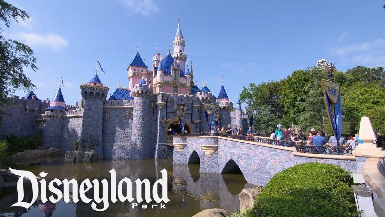 Download A Tour of Disneyland Park