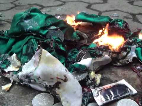 В Ереване сожгли флаг Венгрии