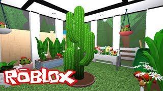 I BUILT A GREEN HOUSE IN MY BLOXBURG BACKYARD! | Roblox