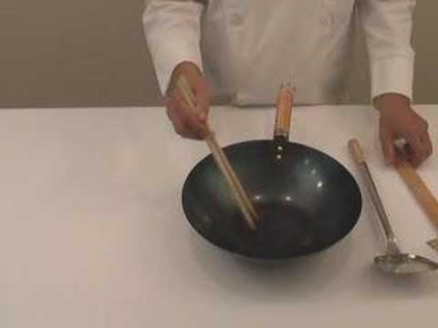 learn-about-basic-chinese-cooking-equipment---wok,-ladle