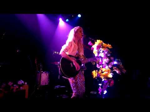 Kyla La Grange - Vampire Smile (Live@Debaser Medis)