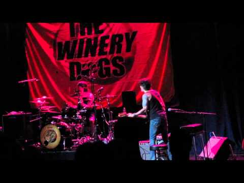 The Winery Dogs Live at Newton Theatre - Regret