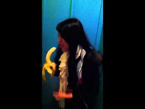 Банан Глотает — BIQLE Видео