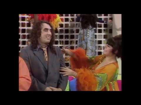 Edith Ann Too Much Candy   Rowan & Martin's Laugh-In   George Schlatterиз YouTube · Длительность: 45 с