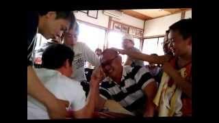 息子クンが母の同級生と腕(指)?相撲☆ ・・・と思いきや、♂っていくつに...