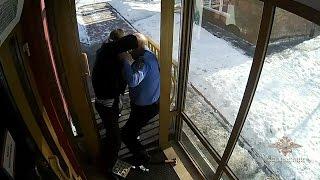 Охранник-пенсионер ювелирного салона  героически сразился с грабителем