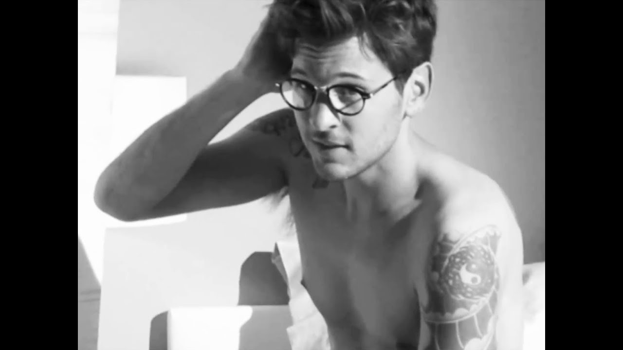 Giorgio Armani - Frames of Life - Behind the Scenes of 2011 Men\'s ...