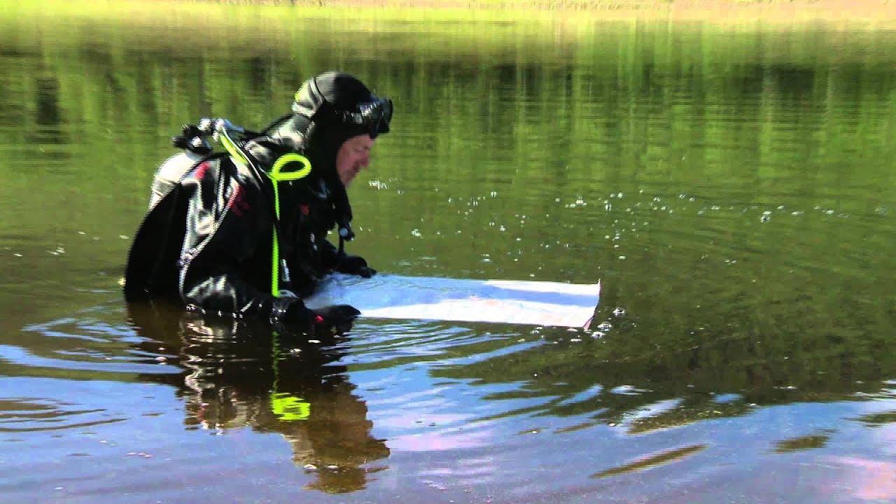 Kestokartta™ ei vettä pelkää! Kartanlukua Arktiset vedet -sarjan kuvausten lomassa :-) - YouTube