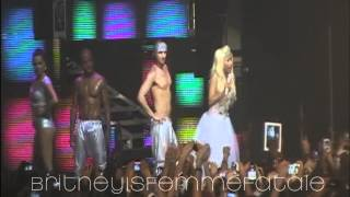 05.Whip It+Va Va Voom+Turn Me On - Nicki Minaj Live In Milan
