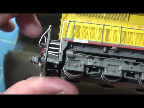 11.17.15  Monster Review Of The HO MTH Union Pacific Dash 9-44CW Engine