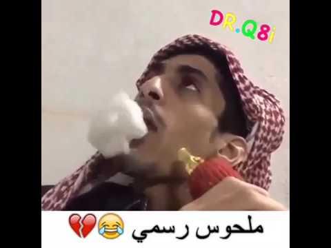 شاب خليجي يشرب الارجيلة (الشيشة) ويصبح كالقطار البخاري من كثرة الدخان الخارج من فمه