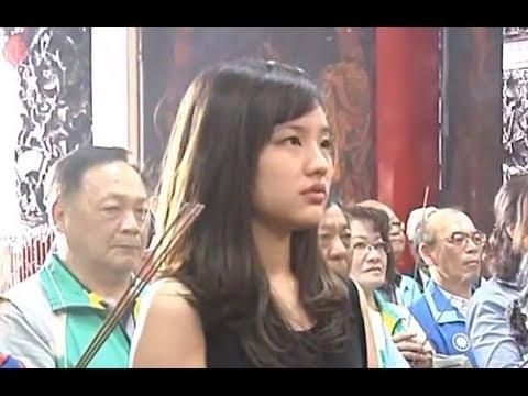 高雄市長韓國瑜赴茄萣區金鑾宮參拜發福袋
