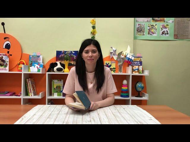 Изображение предпросмотра прочтения – НатальяЛазарева читает произведение «Закружилась листва золотая....» С.А.Есенина