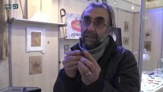 مصر العربية | تركي يخط 25 لوحة على نصف حبة عدس