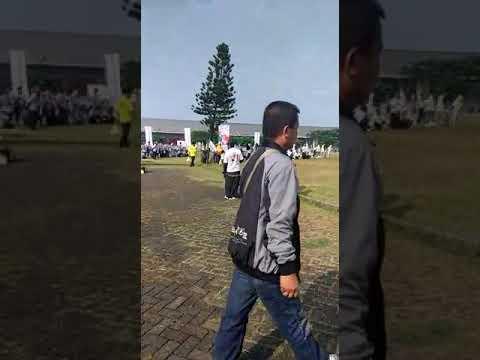 Kampanye Jokowi Ramai Dihadiri Ribuan Rumput. Salah Sebut Nama Capres Juga.