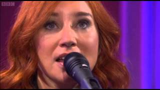 Tori Amos - Girl Disappearing (Live UK TV)
