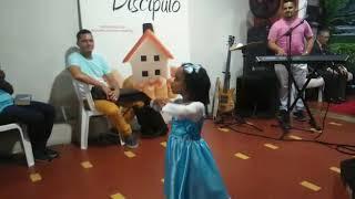 JENNIFER HOMEANGEANDO O PAI na igraja vida e pazhttps://youtu.be/YEHik0-tvLE