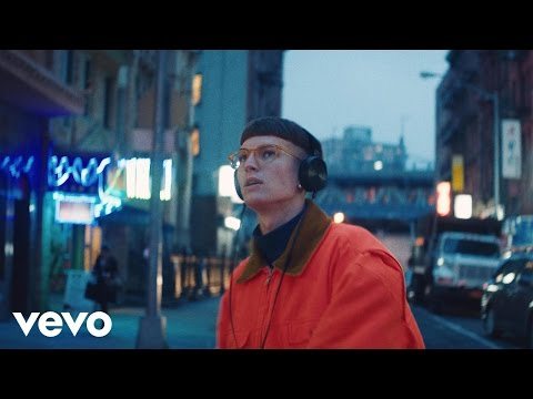 Gus Dapperton - I'm Just Snacking