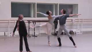 Nehemiah Kish and Hikaru Kobayashi in rehearsals for La Bayadère (The Royal Ballet)