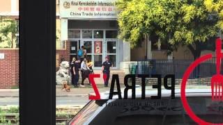 Menekülteket tartóztatnak fel a Béke utcában