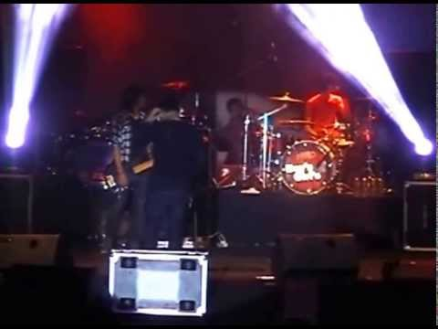 HELLO BAND - Biarkan Berlalu (live at Jombang)
