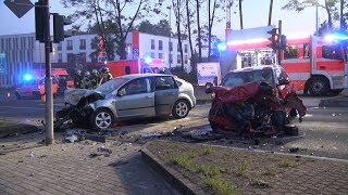 Schwerer Raser-Unfall fordert fünf Schwerverletzte in Hagen – Zwei Rettungshubschrauber vor Ort