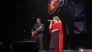 """Kelly Clarkson gets surprised by her husband on stage while she preforms """"piece by piece""""."""
