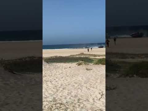 La Guardia Civil detiene a dos personas tras arribar una narcolancha a Los Lances