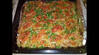 Куриная грудка под тертым картофелем с помидорами и сыром