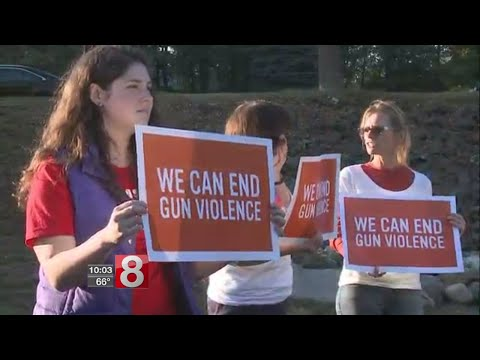 Newtown group holds rally for Las Vegas shooting victims