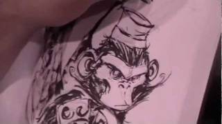Skottie Young sketches a flying monkey at Heroes Con 2011