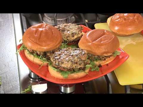 Black Bean and Farro Burger