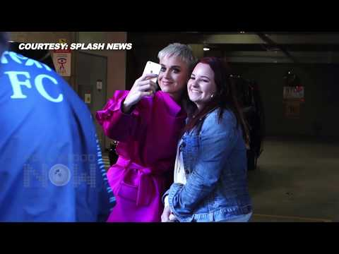 Katy Perry ADORABLE Reaction To Fans In Sydney | Clicks Uncountable Selfies