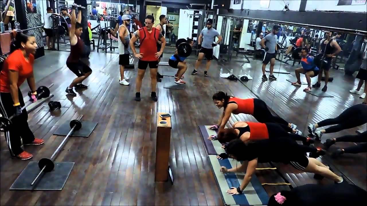 Circuito Gym : Entrenamiento en circuito en el gym body building fitness center