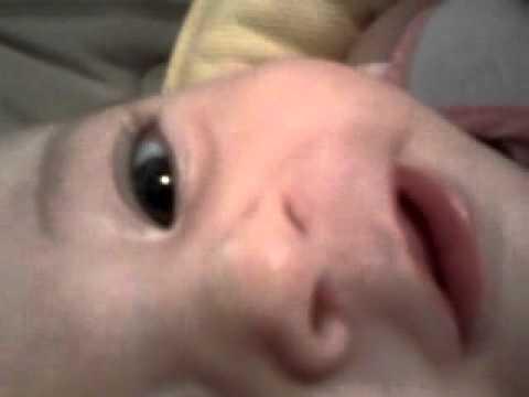 mia cugina che ha 4 mesi e parla .mp4