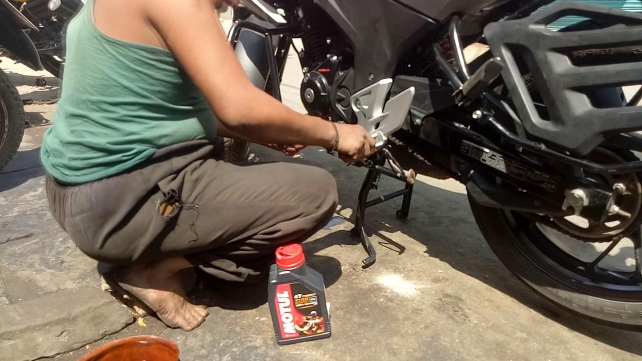 How to Change Engine Oil for Honda CB Hornet || MOTUL || 20W50 - YouTube