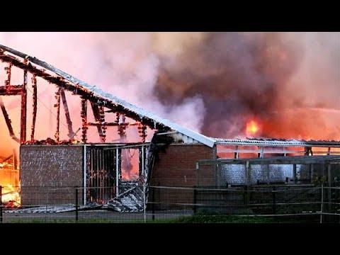 Grote boerderijbrand sint nicolaasga in beeld youtube for Waterijsje sint nicolaasga