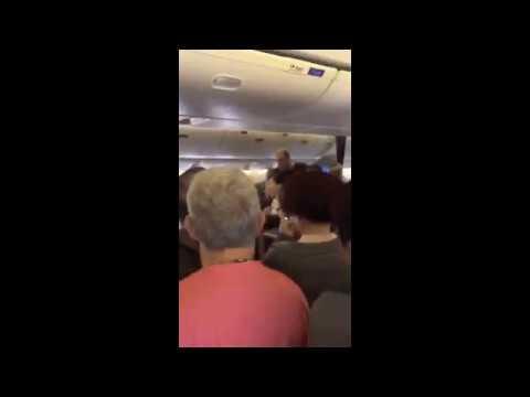 Unruly Trump Fan Delays Shanghai Flight to Newark, New Jersey (US)