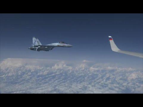 Russia, caccia Nato avvicina l'aereo del ministro della Difesa: il jet del Cremlino lo mette in fuga