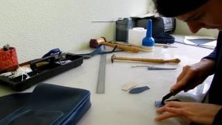 Fabrication à l'atelier de Laura Descamps Maroquinerie.