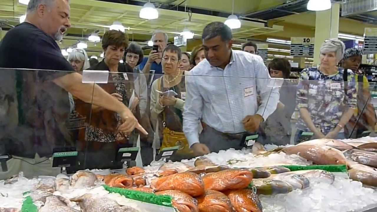 Alex reethof explains buying seafood at buford highway for Best fish market nyc